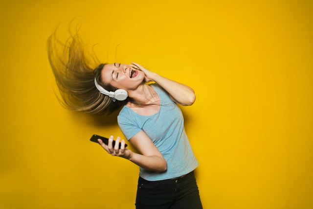 8 Simple Tips for Creating the Perfect Party Playlist